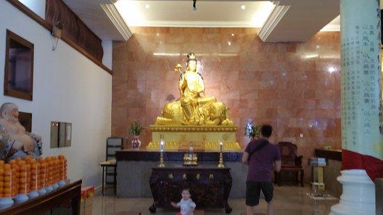 Maha Vihara Duta Maitreya Temple : The main hall