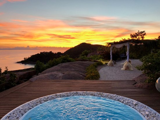 Le Chateau de Feuilles: Sunset from our private Jaccuzi...AMAZING !!!
