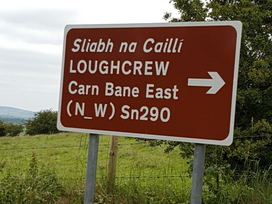 Oldcastle, Irland: Sign to Loughcrew