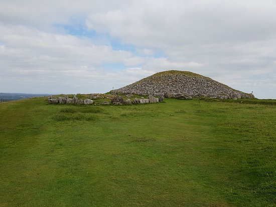 Oldcastle, Irland: Nearly to the top of Loughcrew Passage Tomb