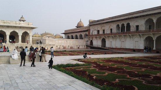 Anguri Bagh : Gardens and surrounding buildings