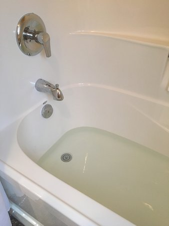 Rossland Motel: Maximum amount of hot water ;-(((