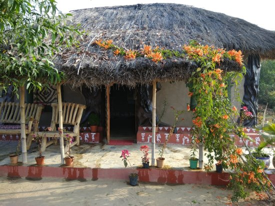 Birbhum District, Ấn Độ: Aruni Resorts Cottage front at Joydeb Kenduli,Birbhum,India
