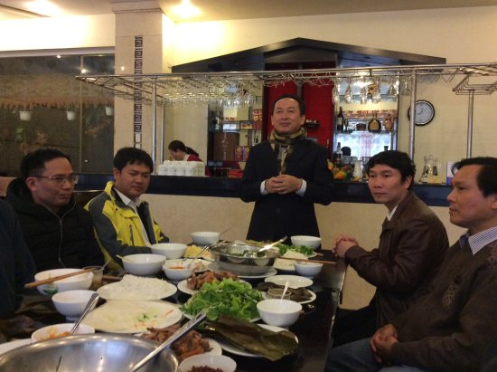 Than Thien Hotel - Friendly Hotel: Luncheon with hotel staff
