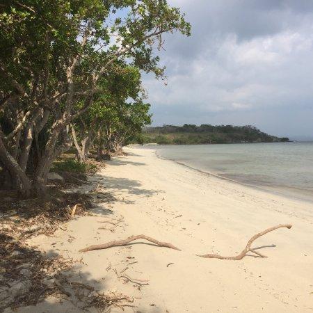 Poum, Nueva Caledonia: photo1.jpg