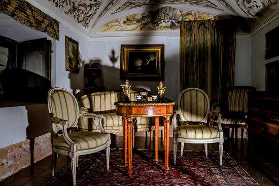 Casalzuigno, İtalya: Villa Porta Bozzolo - salottino