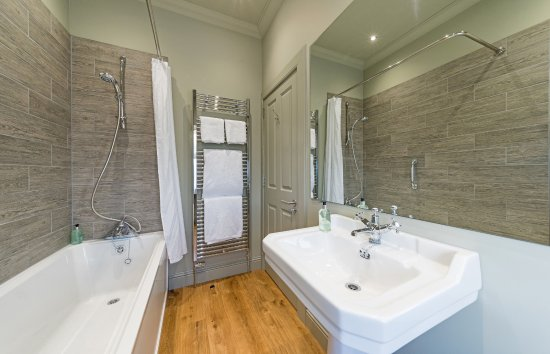 Knockendarroch Hotel & Restaurant: Bathroom