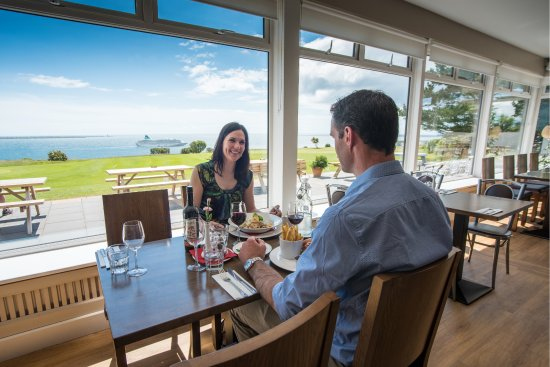 Dunmore East, Irland: Enjoying the wonderful view as well as the scrumptious food @ Lighthouse Restaurant