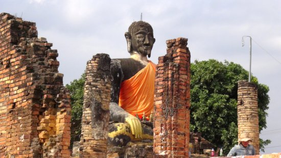 Wat Phiawat: statue fait au moins 3 m de haut