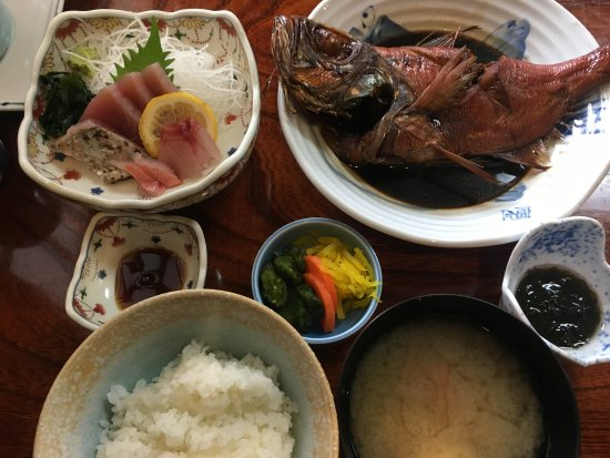 Sakana Ryori Izu Shoin: 金目鯛の煮付け定食
