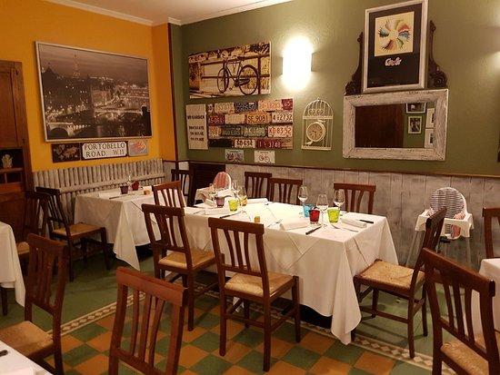 Germignaga, Italy: Saletta gialla