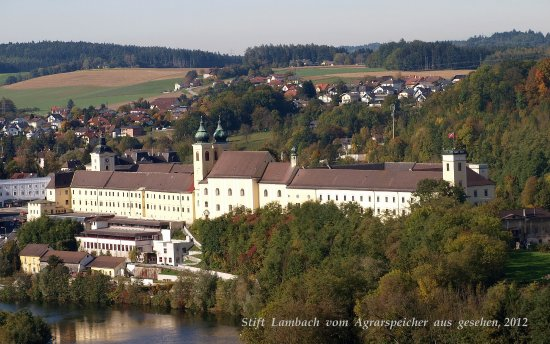 Lambach Abbey: Stift Lambach in der Südansicht.