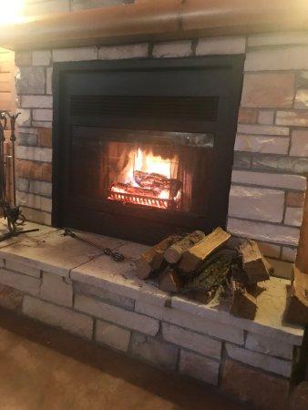 Treherne, Canada: Roaring fireplace
