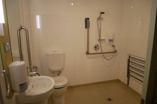Ibis budget Auckland Airport: Toilet