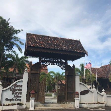 Desa Ukiran Kayu Istana Tengku Long