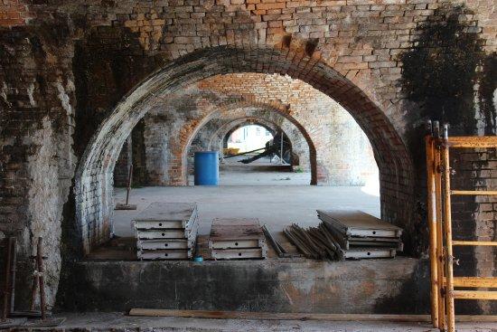 Fort Pickens: Ft Pickens--millions of bricks