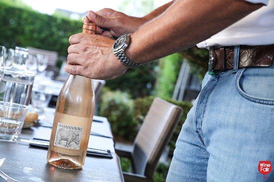 Lanaken, Belgio: Wat gaat er boven een mooi glas rosé op een heerlijke zomeravond?