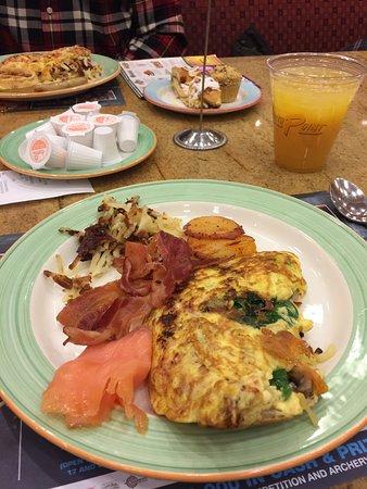 Garden Buffet: Made to order omelette