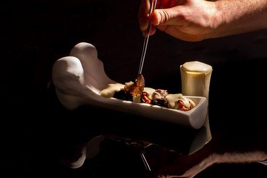 Abiss : Tuétano de ternera, setas de temporada y espuma de patata trufada