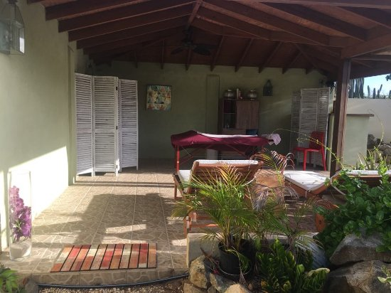 Noord, Aruba : open air massage, hear the leaves and feel your stress melt away