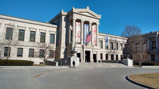 พิพิธภัณฑ์วิจิตรศิลป์: Entrance