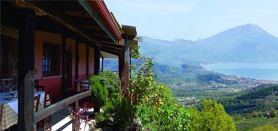 Bosco, Italy: l'incantevole vista dalla terrazza sul golfo di Policastro fino alla Calabria
