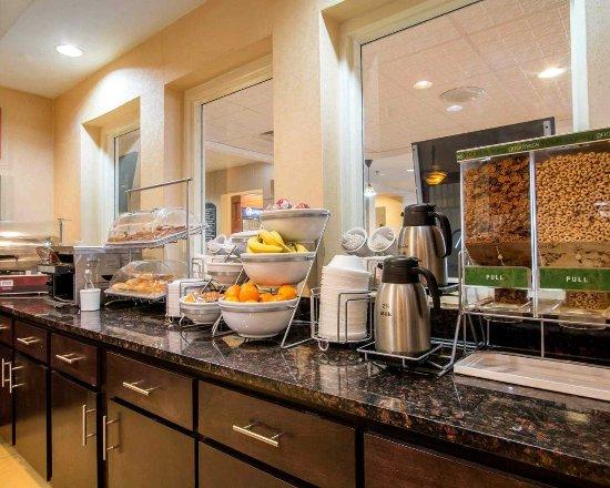 Comfort Suites Gateway Photo