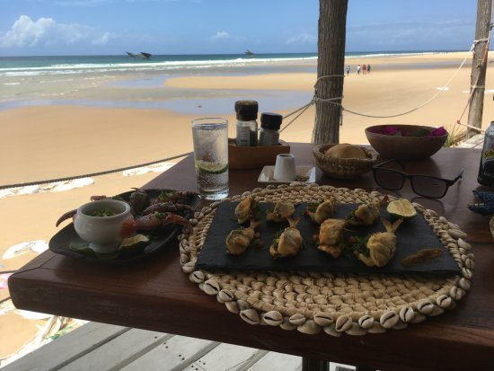 Inhambane, Mozambique: lunch at the beach