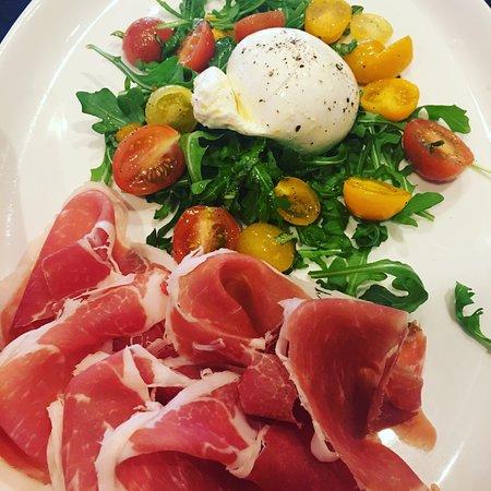 Vincenzo Cucina Italiana: Prosciutto and Fresh Burrata