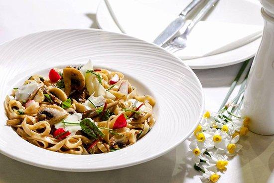 #tagliatelle #mushrooms #reed #chives #truffle #oil #parmesan #cheese #paparouna #wine #culture