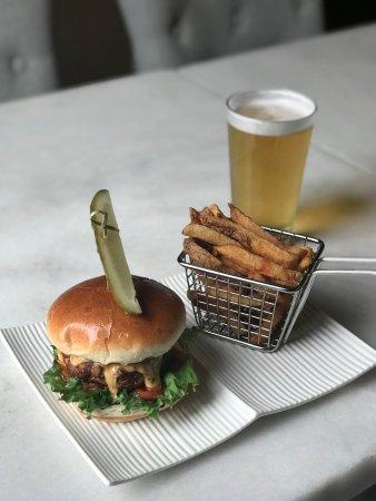 New Hamburg, Canada : Burger and Fries