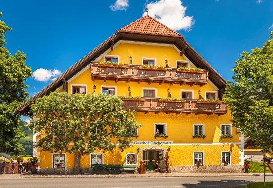 Sankt Margarethen im Lungau, Austria: Unser Löckerwirt im Herzen des Dorfes St. Margarethen im Lungau