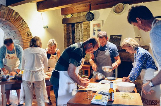 Sant'Angelo in Vado, Italy: Cooking class in action