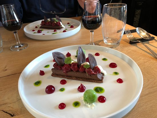 Wepion, Belgium: Ganache de chocolat, griottes et sorbet persil plat
