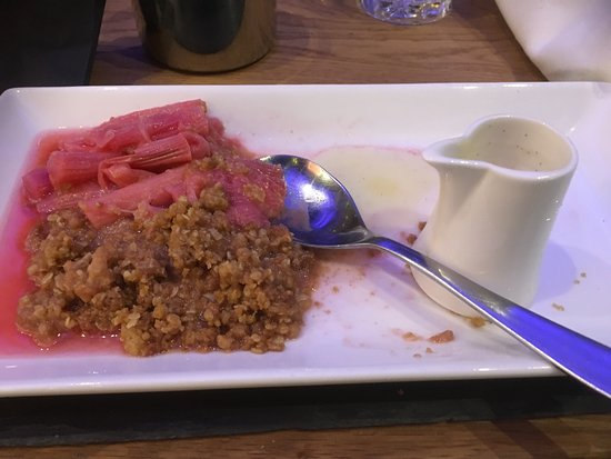 Gilling East, UK: The most delicious rhubarb crumble