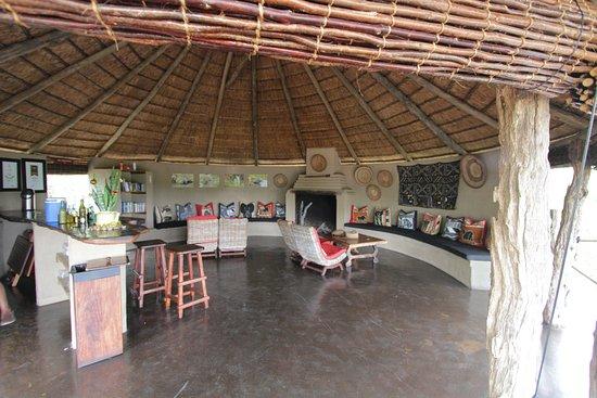 Timbavati Private Nature Reserve, Νότια Αφρική: Lounge, area open bar...