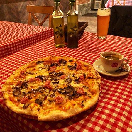Pyszna Włoska Kuchnia Picture Of La Famiglia Pizzeria