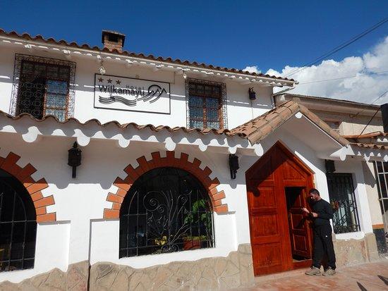 Sicuani, Peru: La facciata dell'hotel