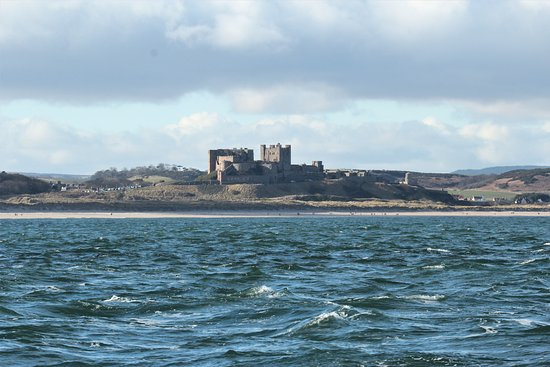 The Olde School House: Stunning view of Bamburgh Castle from Andrews Boat