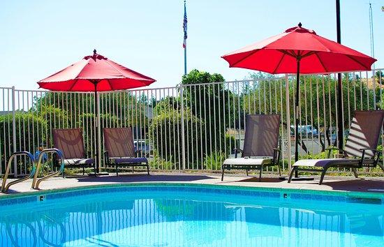 Americas Best Value Inn : Outdoor Pool