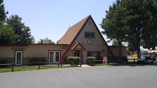 Banning, CA: Front desk and store