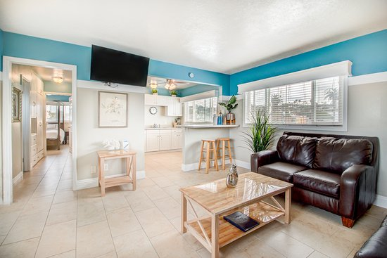 The Inn at Sunset Cliffs: Two Bedroom Kitchen Suite