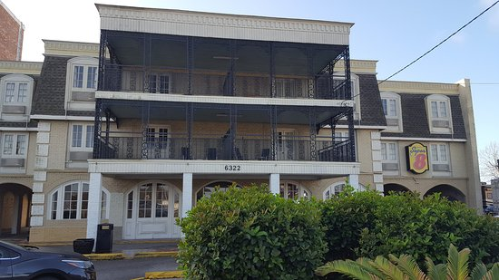 Super 8 by Wyndham New Orleans: Quaint French Quarter design