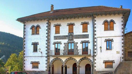 Esparza de Salazar, Hiszpania: Su arquitectura excelente.