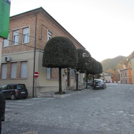 Acqualagna, Italy: Il municipio, sede dell'ufficio turistico