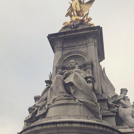 Buckingham Palace: photo1.jpg