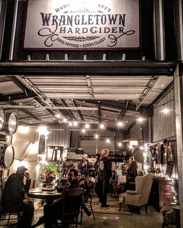 Wrangletown Cider Company: Wrangletown's Tasting room on a Friday night.