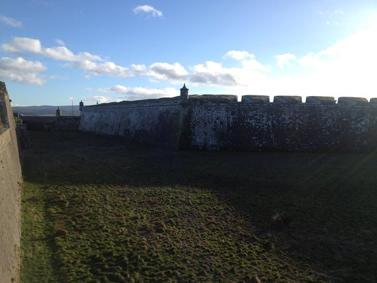 Ardersier, UK: defence walls with little watch towers on every corner