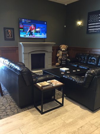 Lake Forest, IL: Comfortable seating by the fireplace makes for easy conversations.