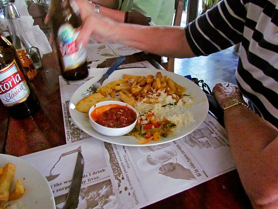 Julio Tours Nicaragua - Day Tours: Our lunch and brew while in Leon